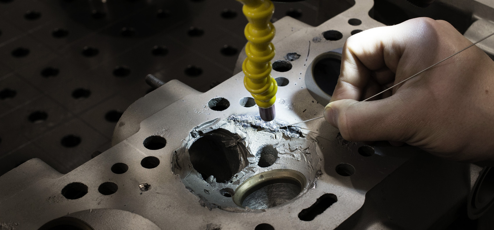 saldatura laser per la riparazione di una testa motore